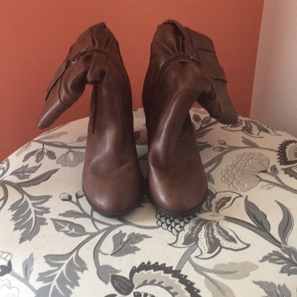 Shoes - Women's Brown Boots 7.5US